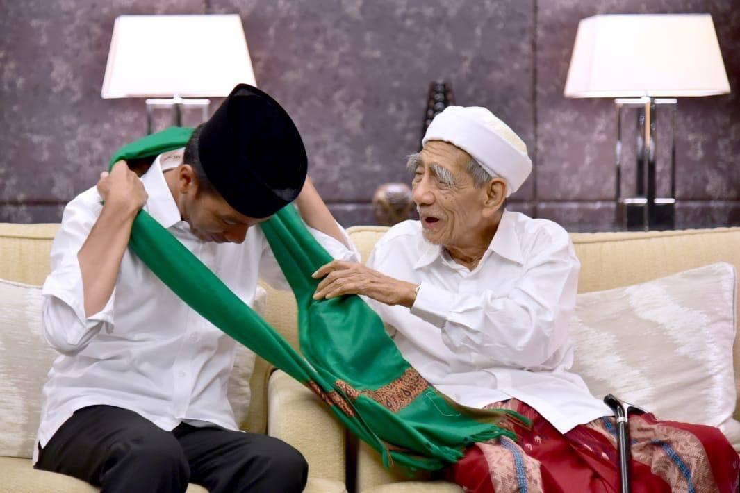 Kepergian Mbah Moen Kehilangan bagi Bangsa Indonesia