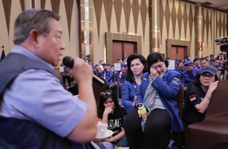 Prabowo Diuntungkan dengan Perusakan Bendera dan Baliho Demokrat