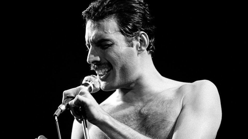 Freddie Mercury, Corona dan Bidara Arab