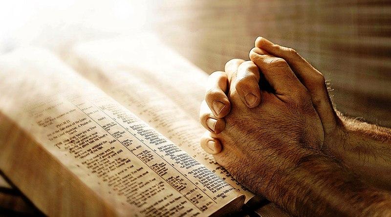 Ramai Makaler Doa di Tengah Politisasi Ulama