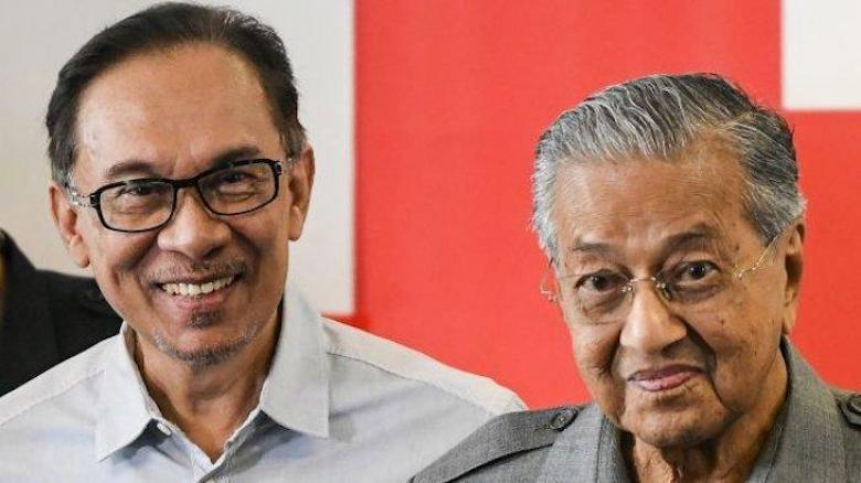Perseteruan Dua Singa: Mahathir Mohamad versus Anwar Ibrahim dalam Puisi Esai
