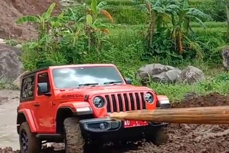 """Hobi Sang Bupati Karanganyar """"Off Road"""" dengan Rubicon Mobil Dinas"""