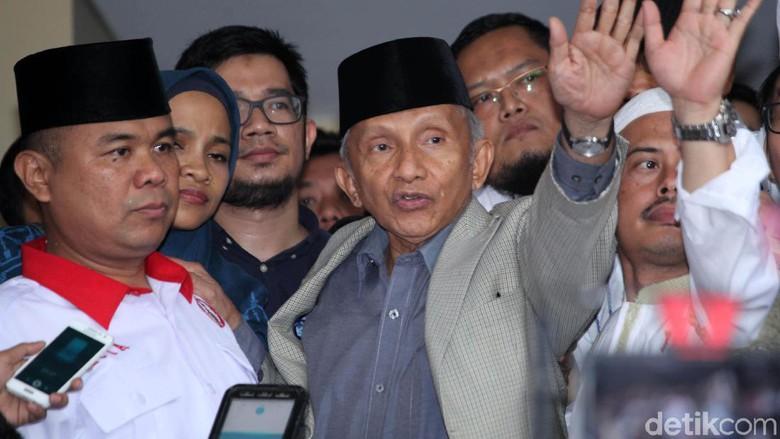 Mengapa Amien Rais Menuntut Presiden Jokowi Copot Jenderal Tito Karnavian?