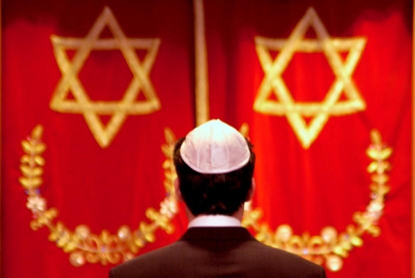 Membenci Karena Agama