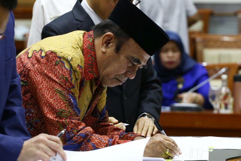 Pak Menag, Urus Saja 250 Juta Rakyat Indonesia, Bukan Urus ISIS!