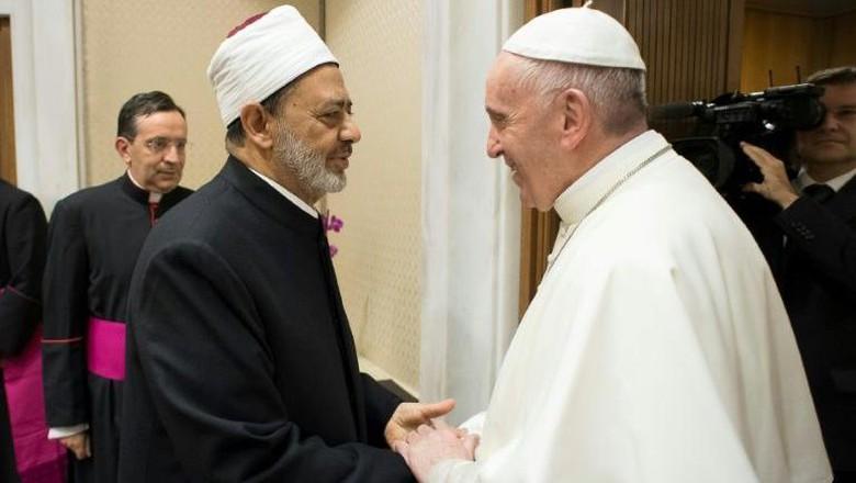 Mencontoh Semangat Toleransi Imam Al Azhar dan Paus Fransiskus