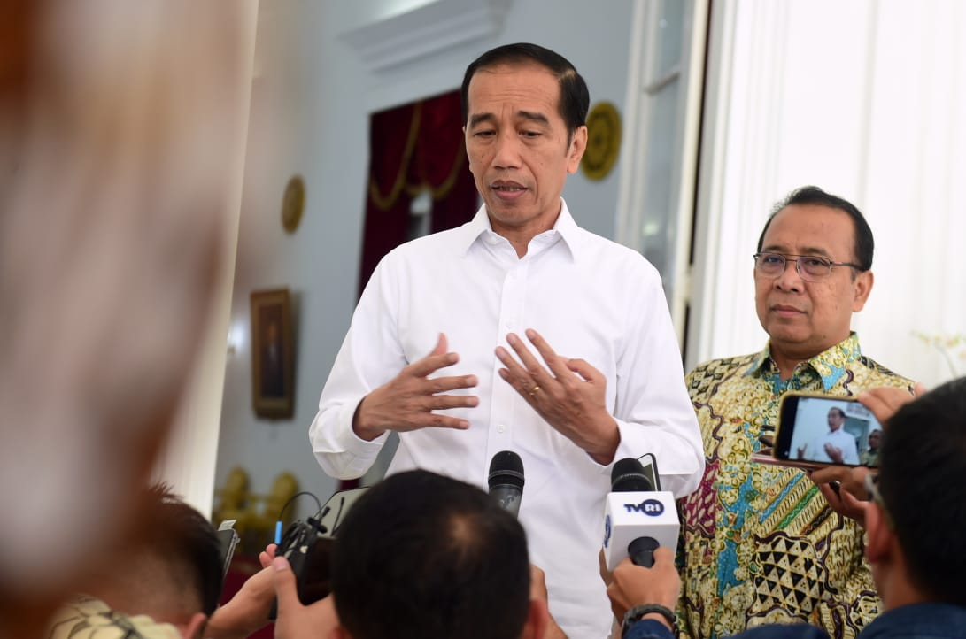 "Jokowi ""Take Over"" Penanganan Covid-19"