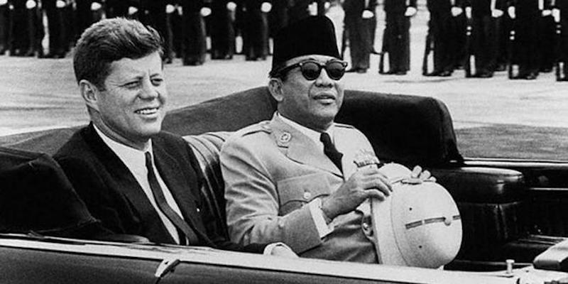 Debat Tajam antara Bung Karno dan John F. Kennedy soal Irian Barat