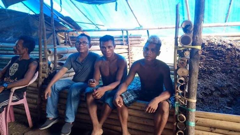 Perjalanan ke Pulau Buru [2]: Hidup dalam Ketel terpal Biru
