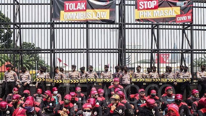 Pemerintah, Partai-partai Pendukungnya, Demo dan Pandemi