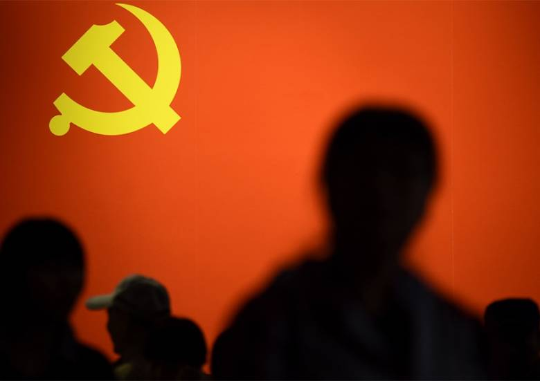 Puisi | Komunis