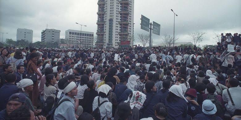 Demonstrasi Berujung Rusuh, Rugikan Masyarakat