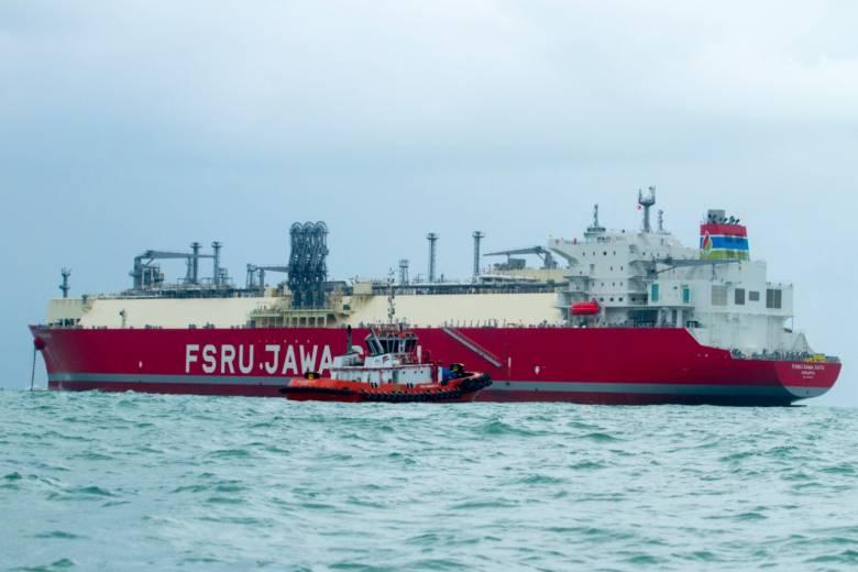 Kapal FSRU Jawa Satu Bersandar di Pelabuhan Patimban, Subang