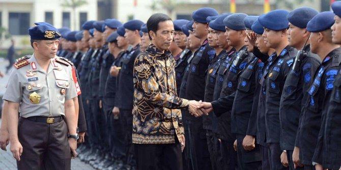 Apa Makna Blusukan Presiden Jokowi ke Barak-barak Militer?