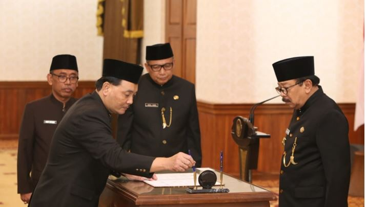 Mengapa Gubernur Soekarwo Memilih Jumadi Sebagai Pj Sekdaprov?